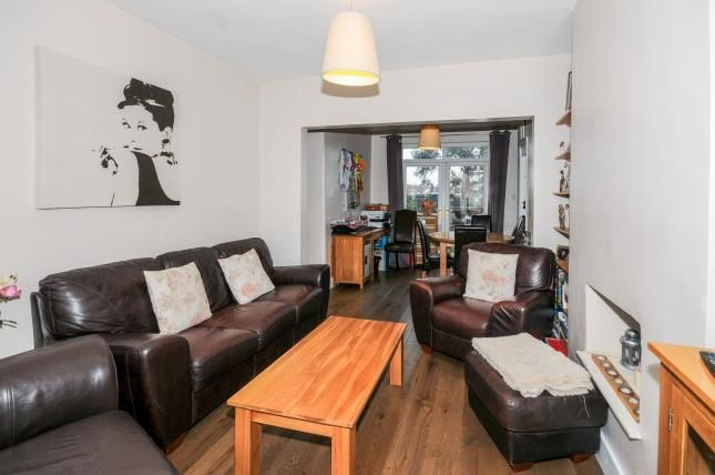 Lounge of Carisbrook Close, Enfield EN1