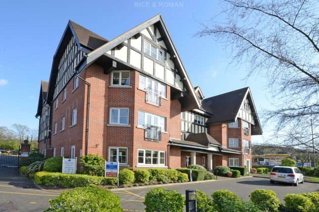 2 bed flat for sale in Manor Road North, Hinchley Wood, Esher