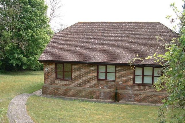 Thumbnail Bungalow to rent in Pilgrims Road, Halling