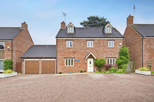 Thumbnail Detached house for sale in Earls Meadow, Warwick, Warwickshire