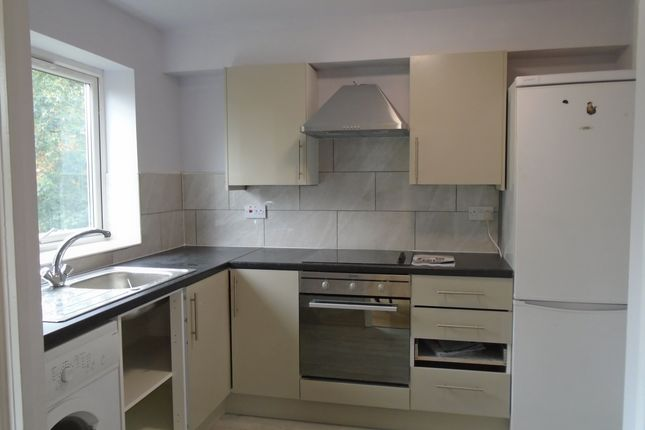 Thumbnail Flat to rent in Oakley Close, Isleworth