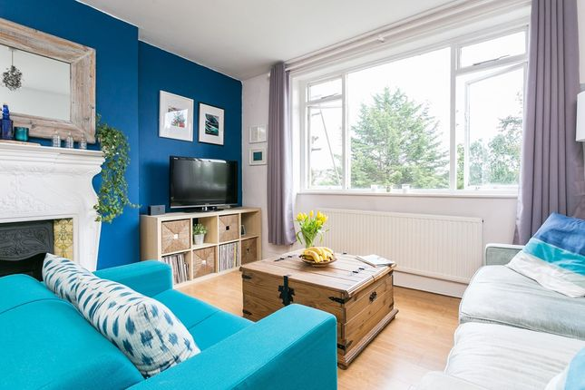 2 bed flat for sale in Overhill Road, London