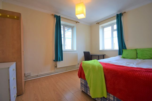 Room to rent in Peterborough Road, London SW6