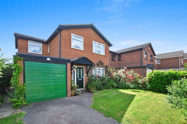 Thumbnail Detached house for sale in Meadow Way, Chelmsford, Essex