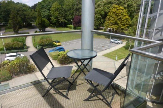 Thumbnail Flat to rent in Hayes Road, Penarth