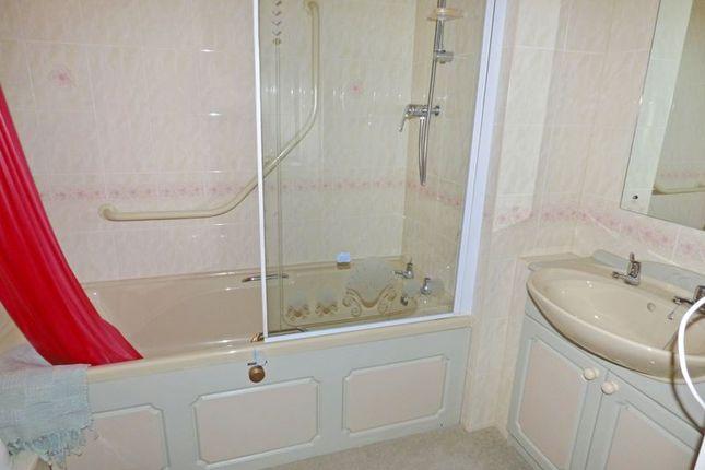 Bathroom of Castlemeads Court, Gloucester GL1