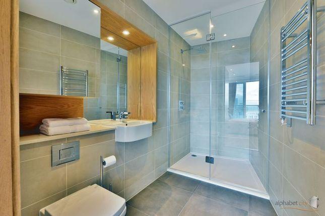 En Suite Shower of 25 Crossharbour Plaza, London E14