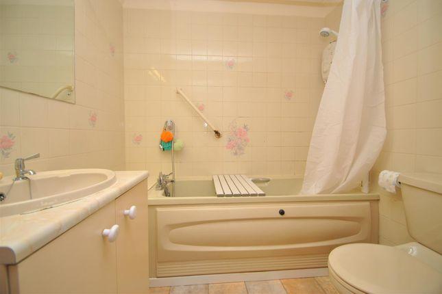 Bathroom of Homepeal House, Alcester Road South, Kings Heath, Birmingham B14
