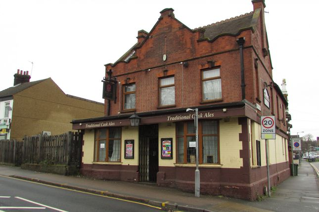 Thumbnail Pub/bar for sale in Old Bedford Road, Luton, Bedfordshire