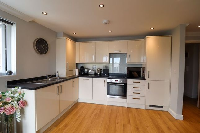 2 bed flat for sale in King Street, Stanford-Le-Hope SS17