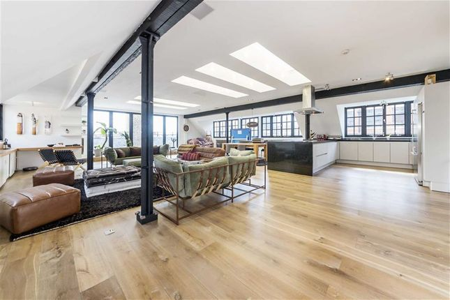 Thumbnail Flat to rent in Middlesex Street, London