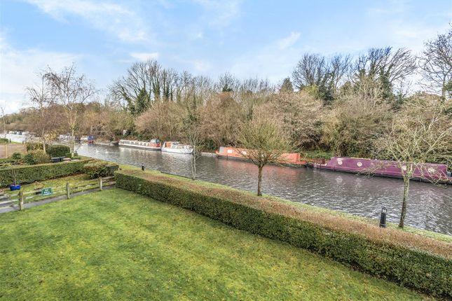 Canal View (2) of Basildon Close, Watford WD18