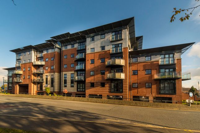 2 bed flat to rent in Walsall Road, West Bromwich