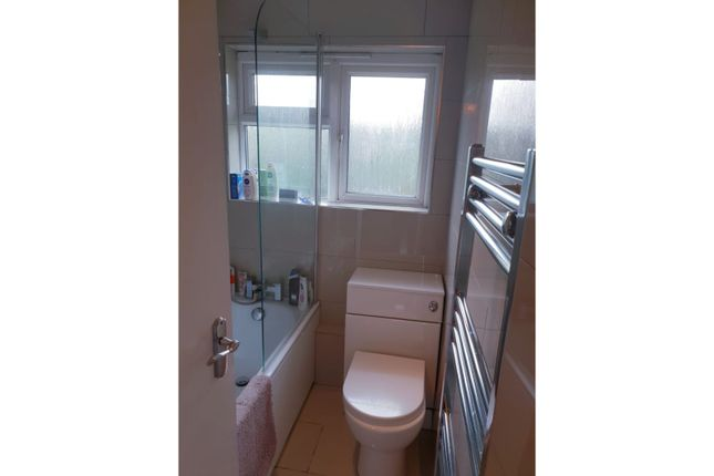 Bathroom of Abingdon Road, London N3