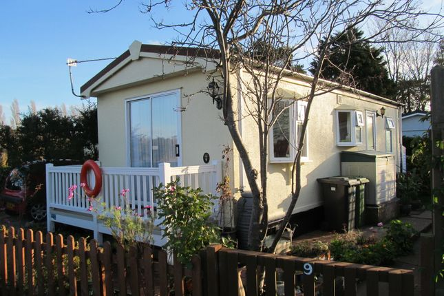 Thumbnail Mobile/park home for sale in Marina Park, Burgh Castle, Great Yarmouth, Norfolk