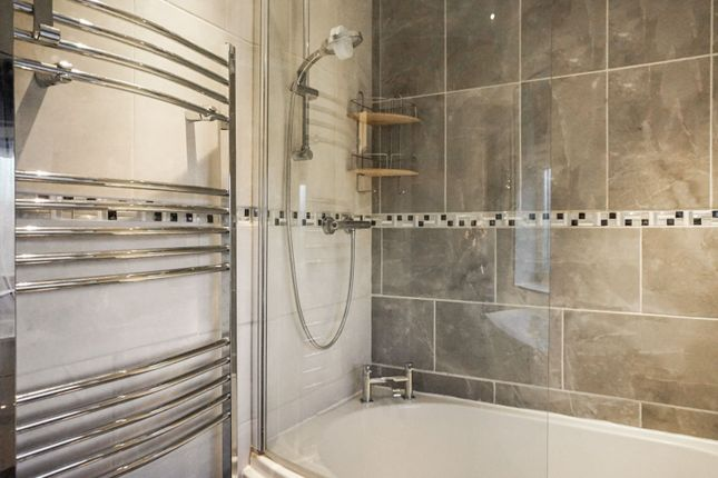 Bathroom of Plantation Hill, Worksop S81