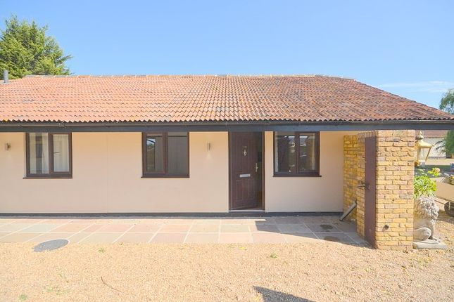 1 bed mews house to rent in Fen Farm Mews, Fen Lane, North Ockendon, Upminster RM14