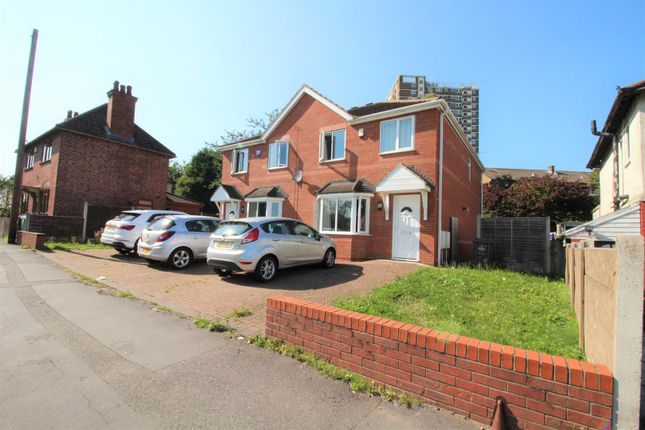 3 bed semi-detached house to rent in Newbury Lane, Oldbury B69