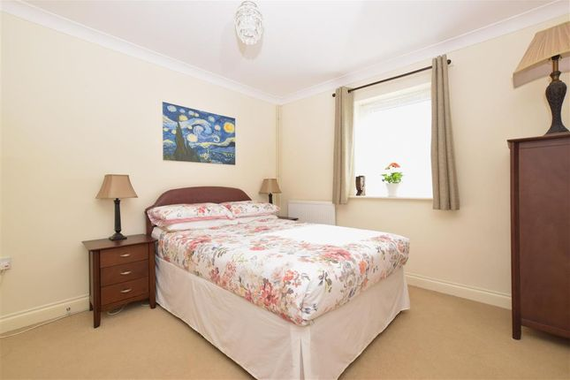 Thumbnail Flat for sale in Bulbeck Road, Havant, Hampshire