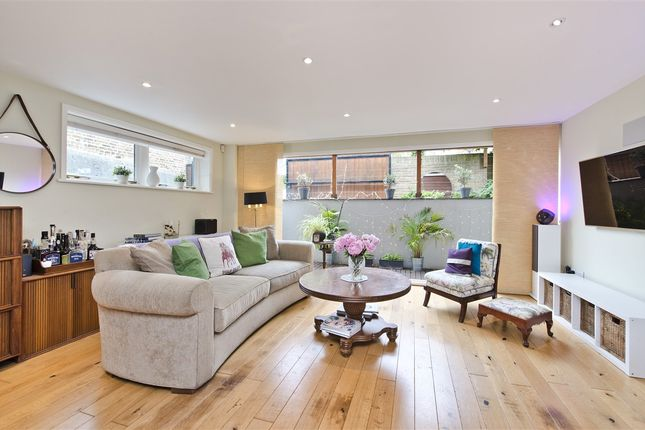 Thumbnail Detached house for sale in Findon Road, London