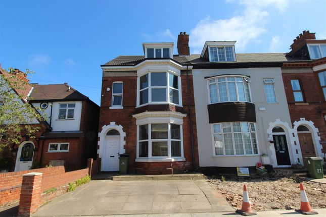 Thumbnail End terrace house for sale in Queens Parade, Cleethorpes