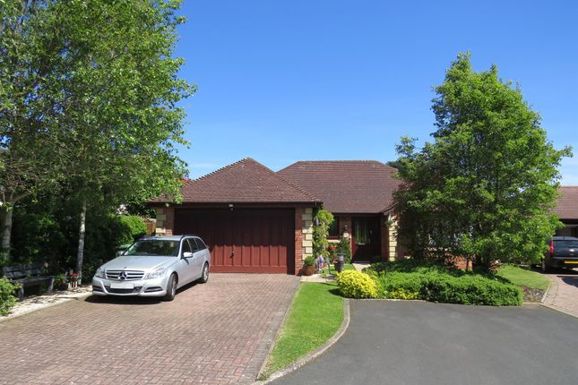 3 bed detached bungalow for sale in Bardenholme Gardens, Pedmore, Stourbridge