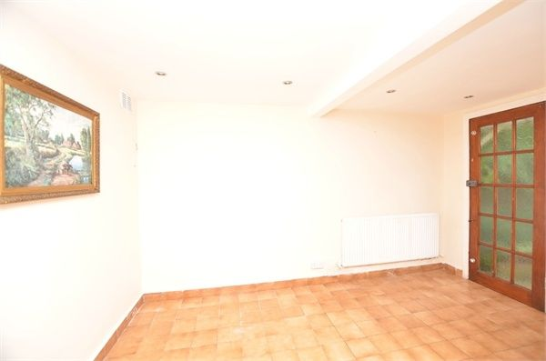 3 bed terraced house to rent in Waterman Close, Watford, Hertfordshire