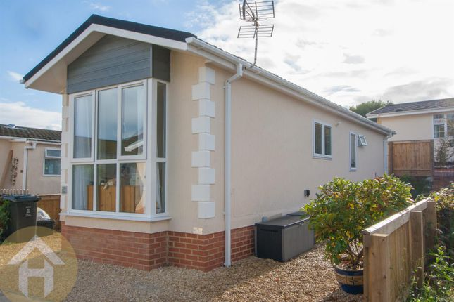 Brook meadow wroughton swindon sn4 1 bedroom mobile park home for sale 44983527 primelocation - The mobile home in the meadow ...
