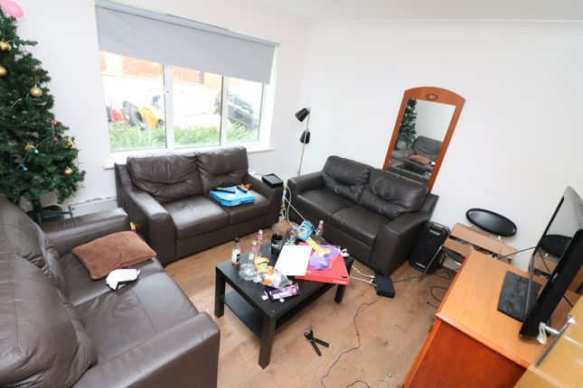 Thumbnail Town house to rent in Tollington Way, London