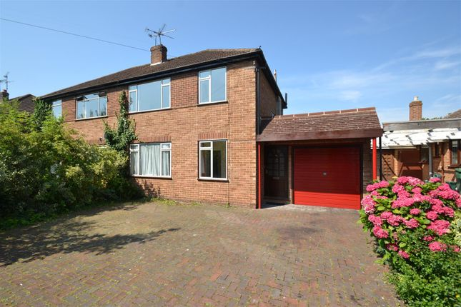 Thumbnail Property to rent in Lechford Road, Horley