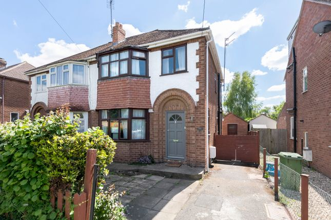 3 bed semi-detached house to rent in Cleevemount Road, Cheltenham GL52
