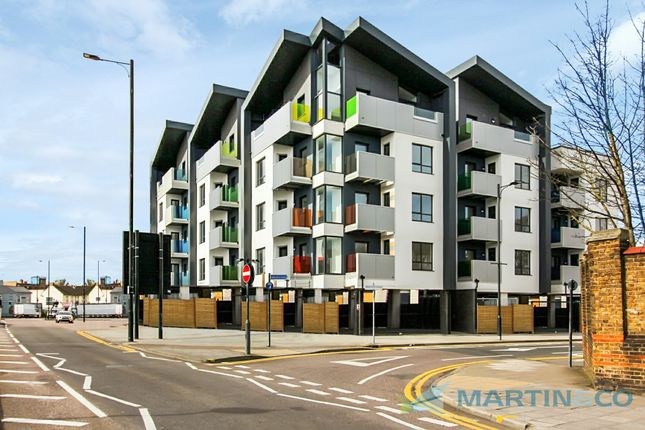 2 bed flat to rent in The Broadway, London Road, Southend-On-Sea SS1
