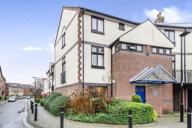 3 bed flat for sale in Mayfair Gardens, Banister Park, Southampton