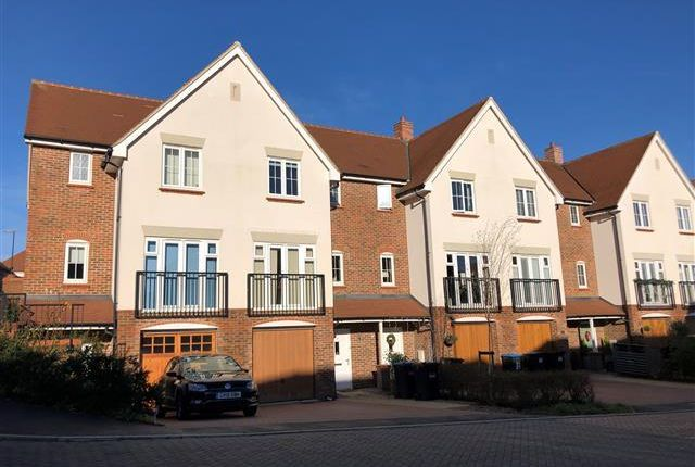 Thumbnail Property to rent in Farm Cottages, Parkfield Way, Haywards Heath