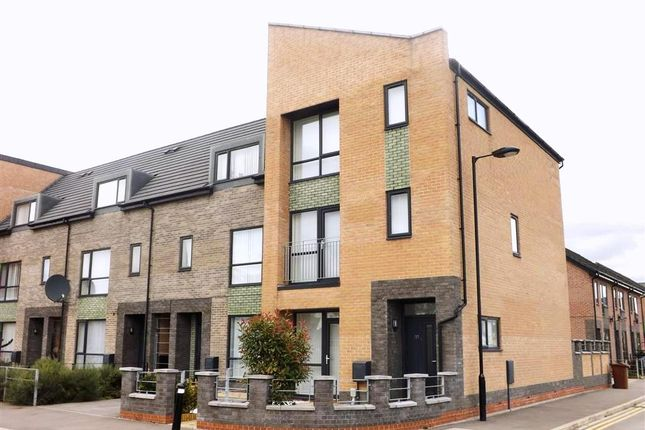 Thumbnail Town house to rent in Westbrick Avenue, Hull