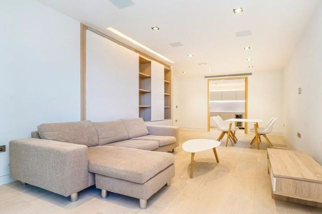 Thumbnail Flat for sale in 7 Chatsworth House, London