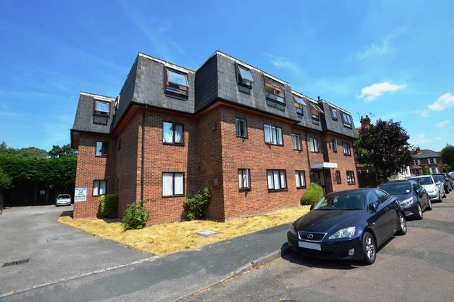 Thumbnail Flat to rent in Alexandra Avenue, Camberley
