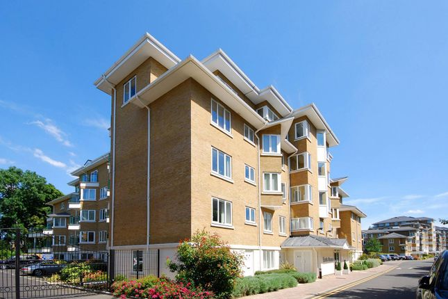 Thumbnail Flat to rent in Strand Drive, Kew