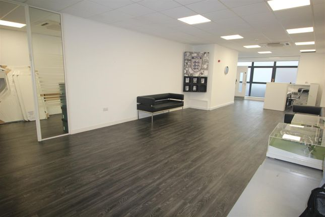 Thumbnail Property to rent in Stirling Way, Borehamwood