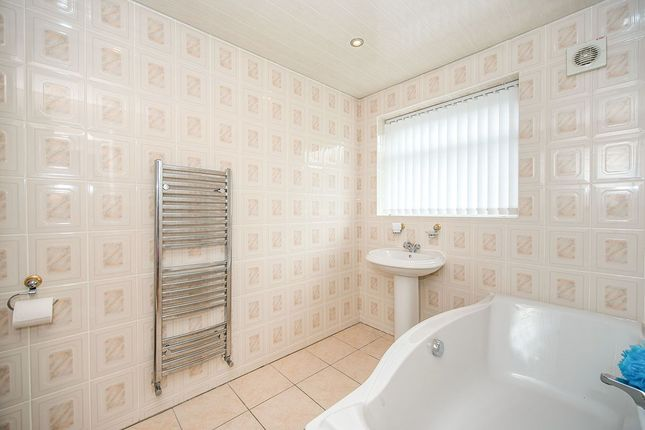 Bathroom of Kingsbury Court, Skelmersdale, Lancashire WN8