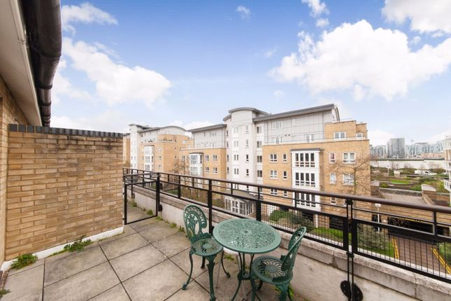 Thumbnail Town house to rent in St Davids Square, Isle Of Dogs, Canary Wharf, Docklands