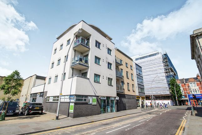 Thumbnail Flat for sale in Clements Road, Ilford