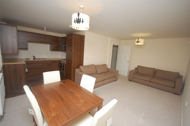 Thumbnail Flat to rent in Marchwood Close, Nr Blackrod, Bolton