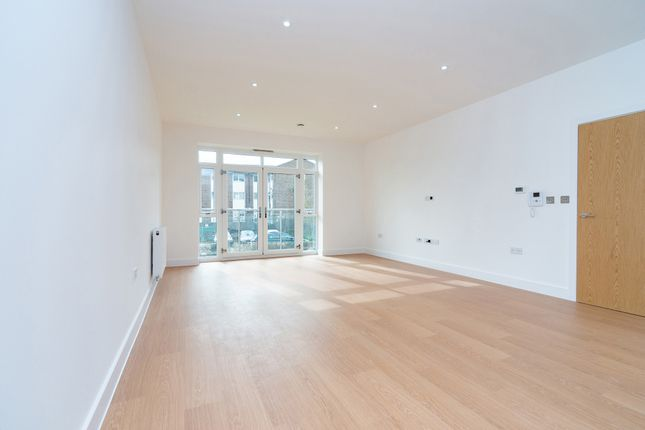 Thumbnail Flat to rent in Station Road, Cuffley