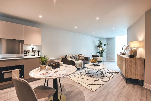 1 bed flat for sale in The Millenium Collection, Bracknell Town Centre, Bracknell, Berkshire RG12