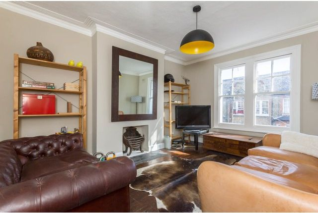 3 bed flat to rent in Cato Road, Clapham, London