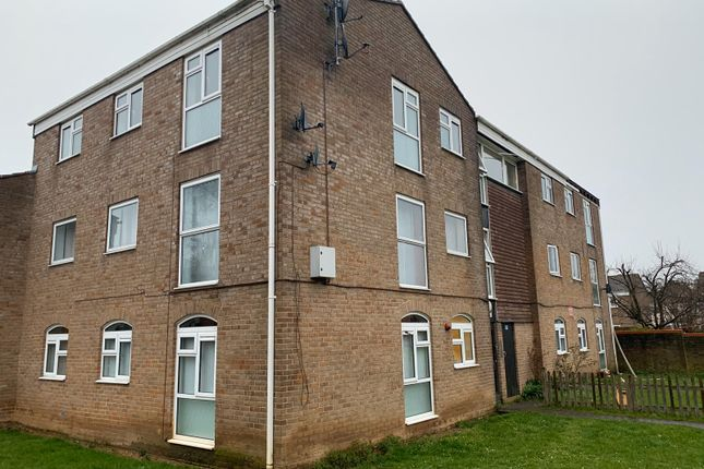 Thumbnail Flat to rent in Pentland Road, Slough