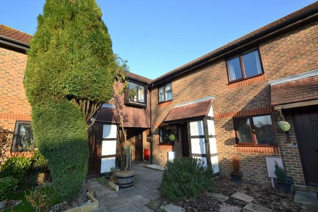 Thumbnail Property to rent in Middlefield, Horley
