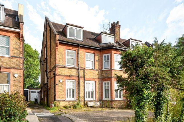 3 bed flat for sale in Woodside Park, London N12