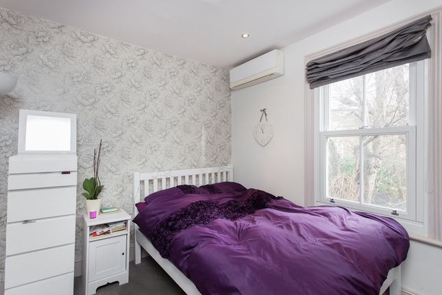 3 bed shared accommodation to rent in Taybridge Road, London
